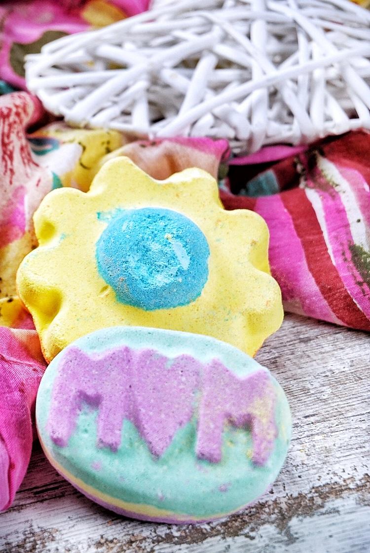 Lush Muttertagskollektion 2017 Badebombe MUM Ups-a-Daisy