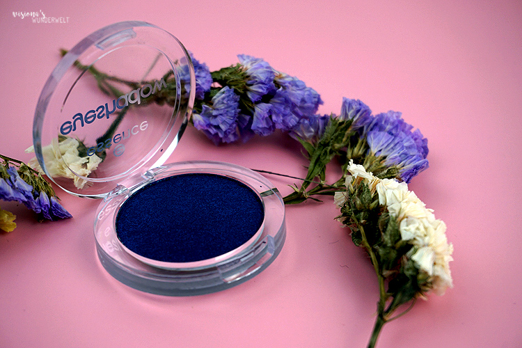 Pantone Color Classic Blue Lidschatten Essence Monolidschatten monday